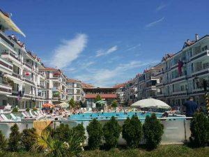 karasu-satilik-yazlik-mustakil-villa-mi-havuzlu-site-ici-daireler-3