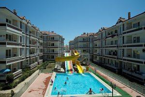 karasu-satilik-yazlik-mustakil-villa-mi-havuzlu-site-ici-daireler-2